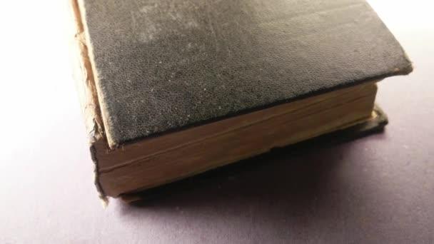 Zavřít starou knihu