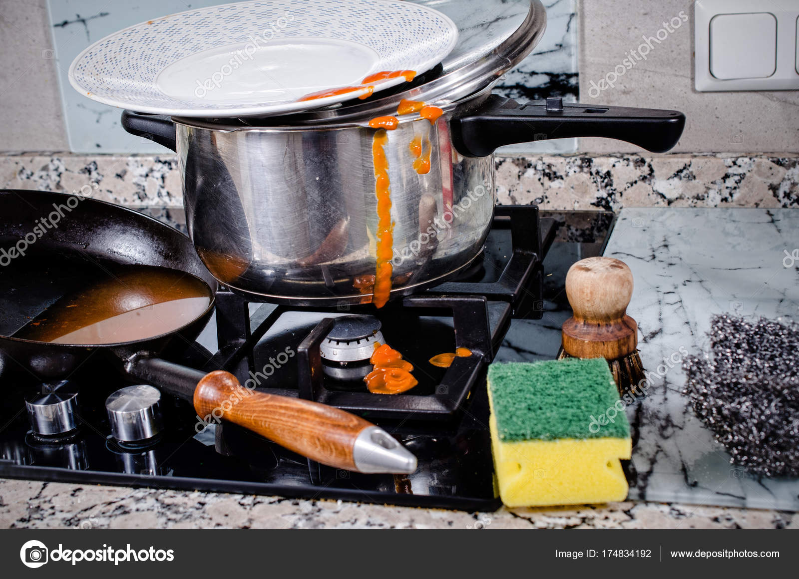 Tampo De Cozinha Desarrumado Stock Photo Olafspeier 174834192