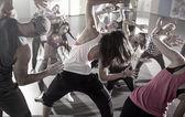 Skupina tanečníků na fitness trénink
