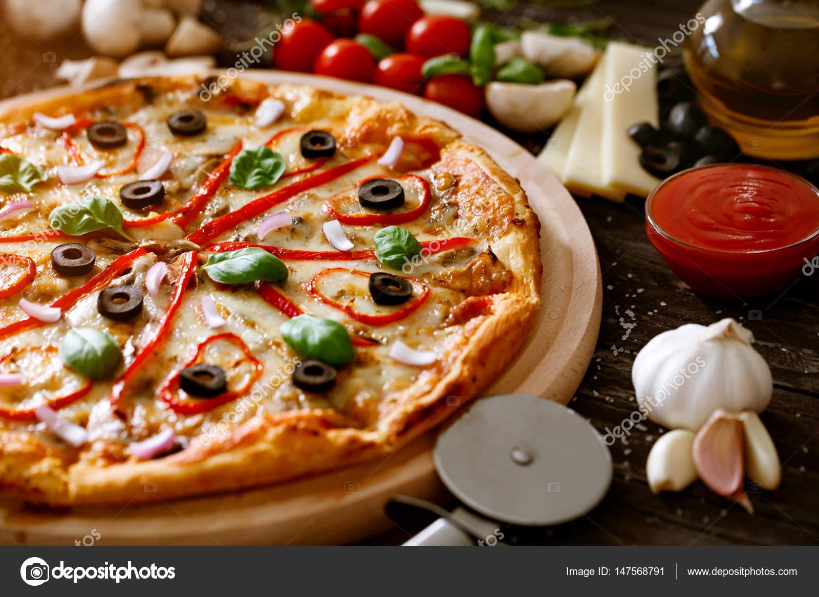 Pizza-Fast-Food - Zutaten italienische Küche — Stockfoto ...