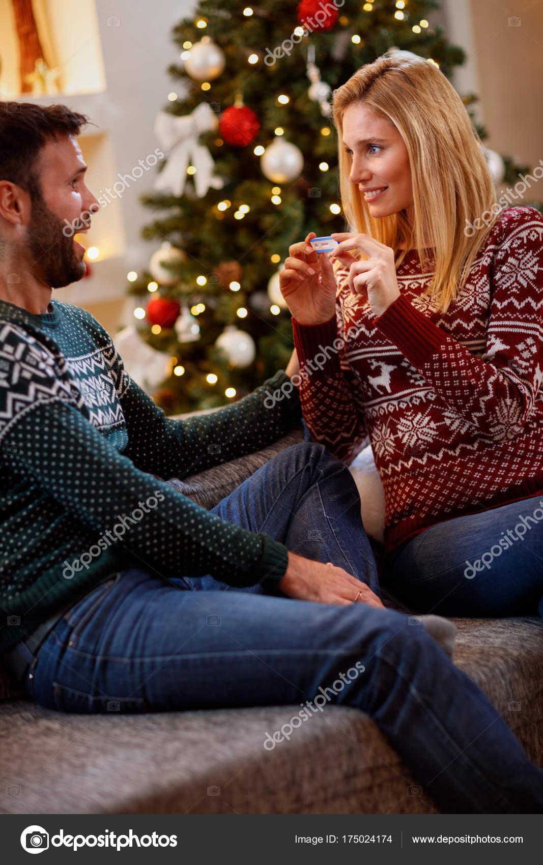 Weihnachtsessen Zu Zweit.Weihnachten Feiertage Und Menschen Konzept Zu Zweit Mit