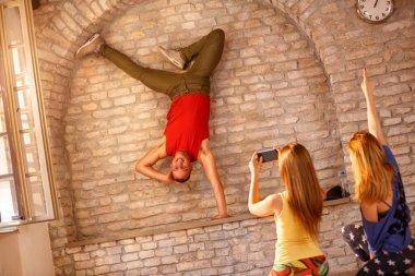 Extraordinary break dancer doing one handed handstand