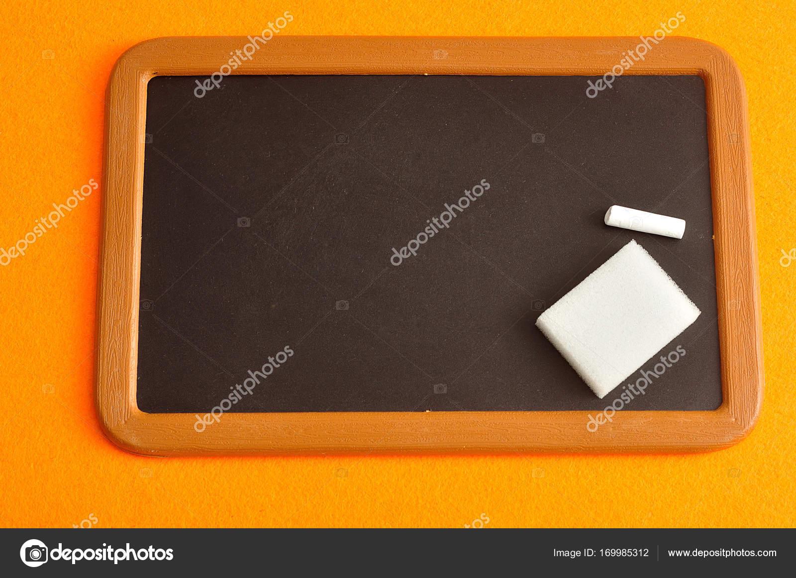 Tafel, Kreide und Schwamm — Stockfoto © Marietjie #169985312