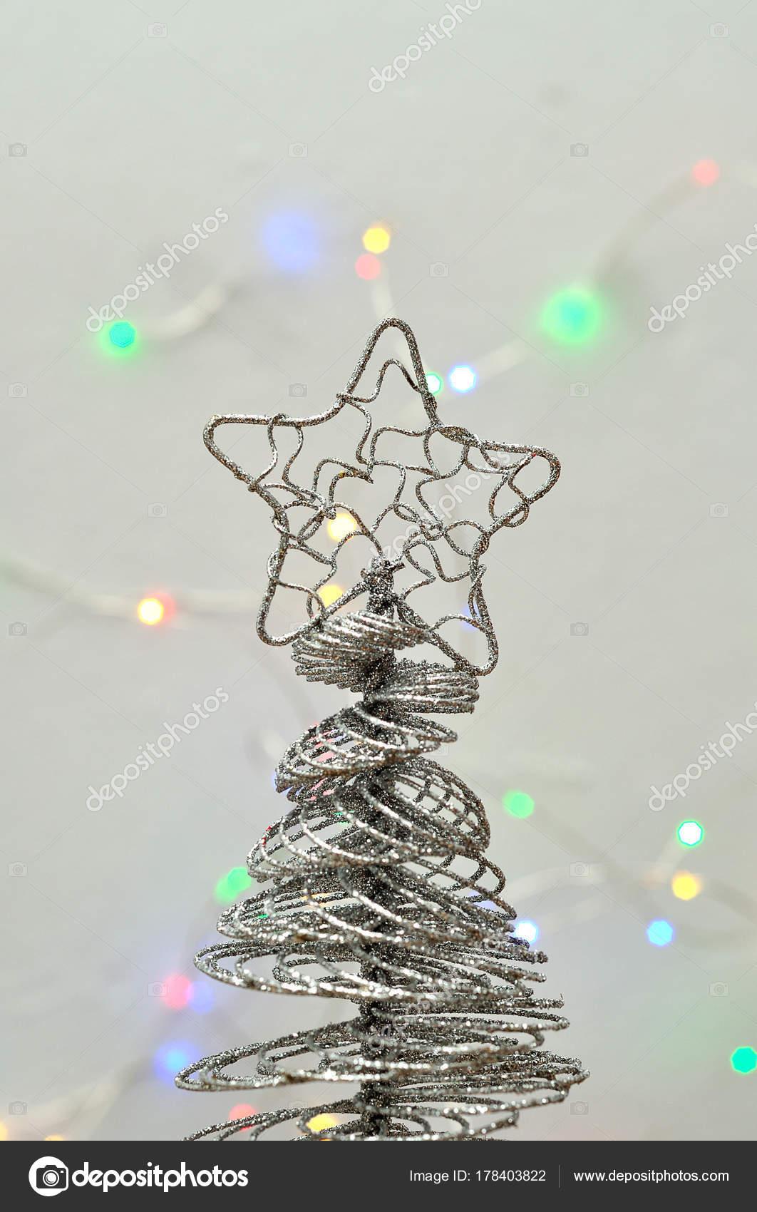 Charmant Weiße Draht Weihnachtsbaum Lichter Fotos - Schaltplan Serie ...