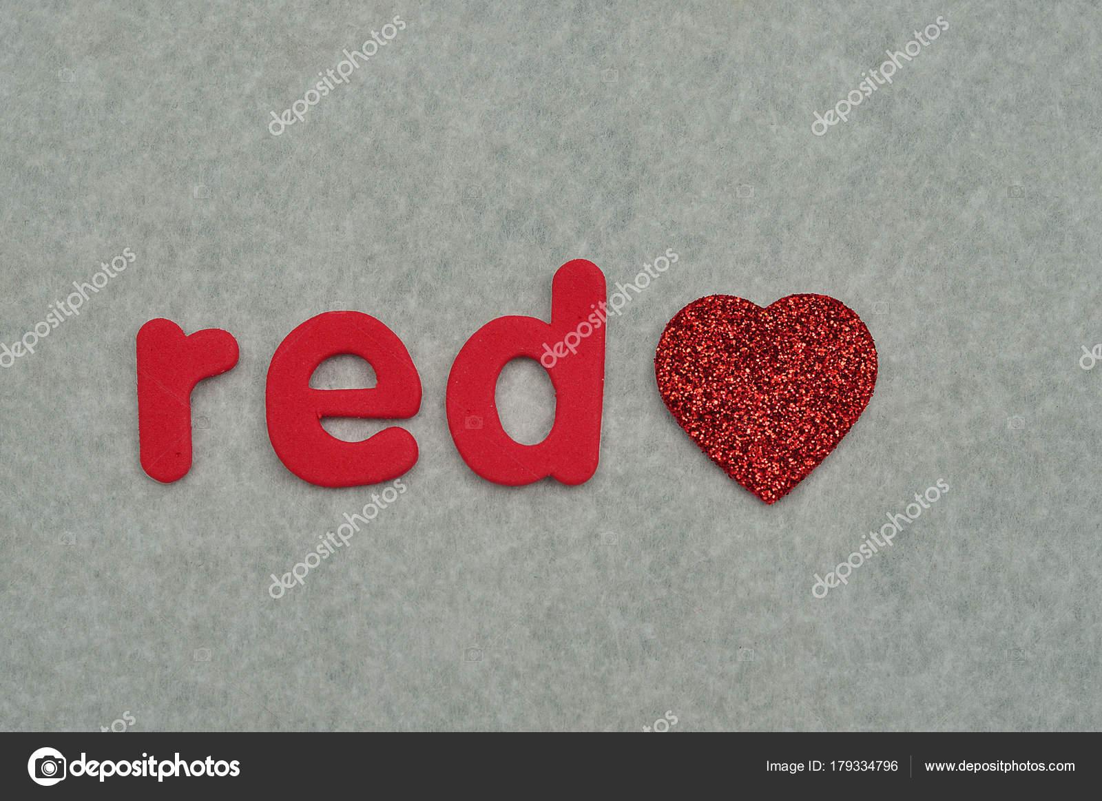 La Parola Rossa Con Un Cuore Rosso Su Sfondo Bianco Foto Stock