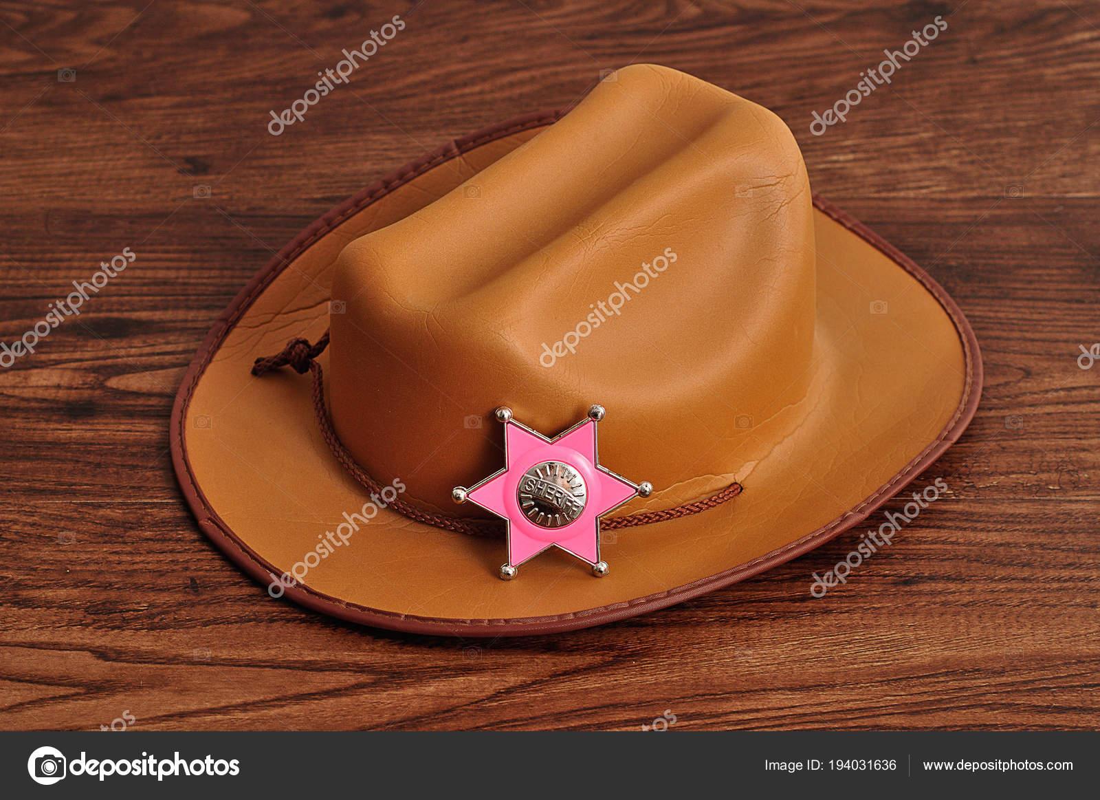 Odznak šerifa s hnědá kovbojský klobouk — Stock Fotografie ... 1604cbd2a7