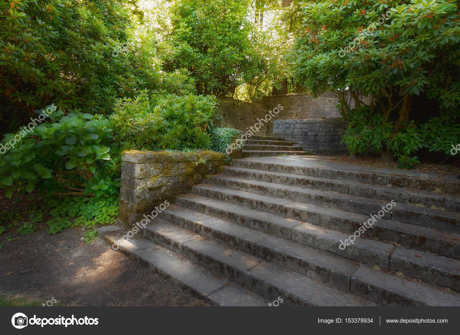 Jardin Con Paredes De Piedra Antiguo Jardin Con Muros De Piedra Y - Muros-jardin