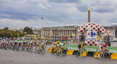 The Peloton in Paris - Tour de France 2017