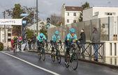 Skupina cyklistů z týmu Astana - Paříž Nice 2018