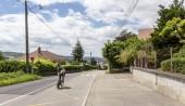 Bourgoin-Jallieu, Franciaország-07, május, 2017: A horvát kerékpáros Etelka Gyöngyi Durasek, Egyesült Arab Emírségek csapat Emirates lovaglás szakaszában idő próba 4 kritérium du Dauphine 2017