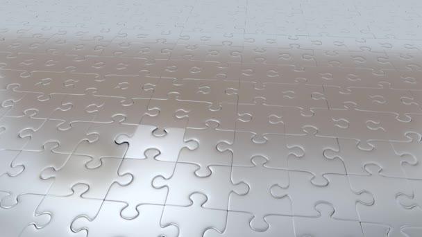 Jeden kus Puzzle šedá snaží se uniknout z jiných kusů Grey a stát se zlato, ale čtyři Grey kusů vydržet