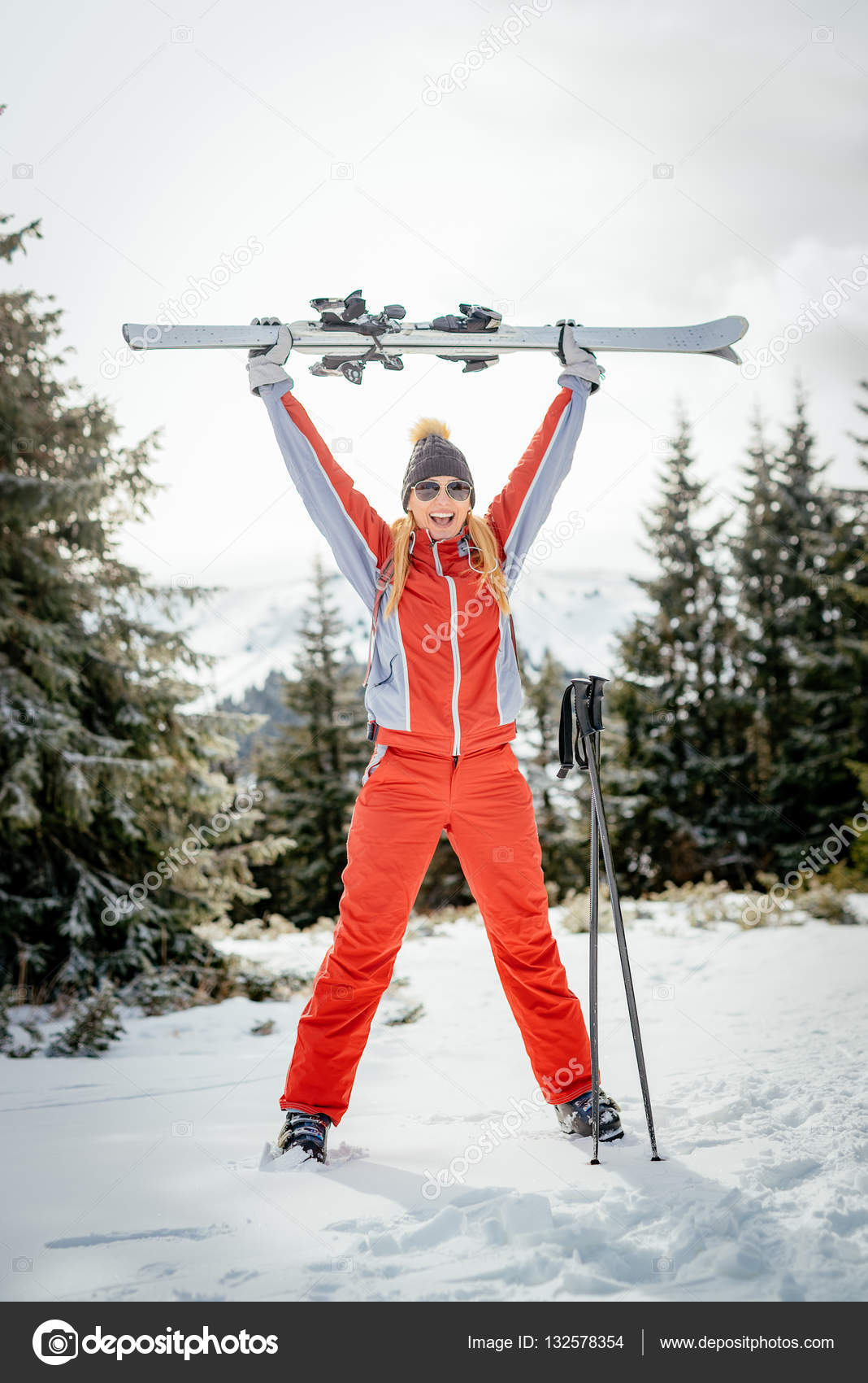 Pictures: funny skiing | Funny Skier Girl — Stock Photo
