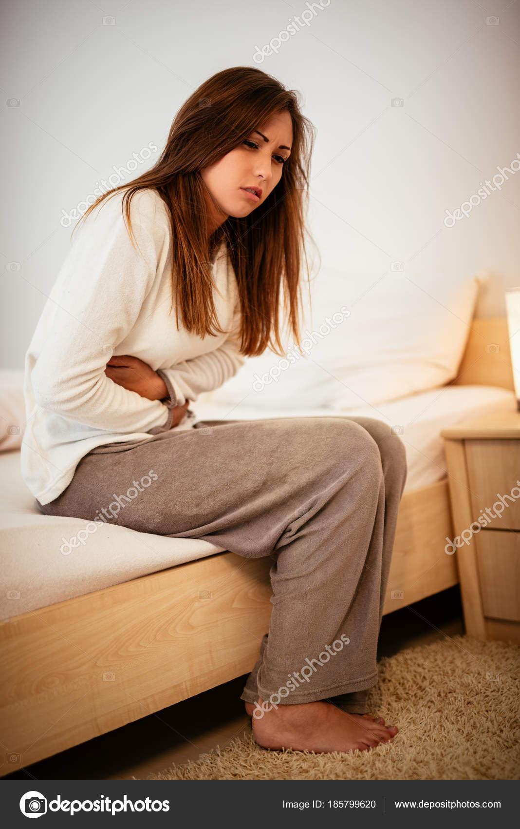 Красивое фото женщин на кровати, толстенный хуй в жопе саши грей