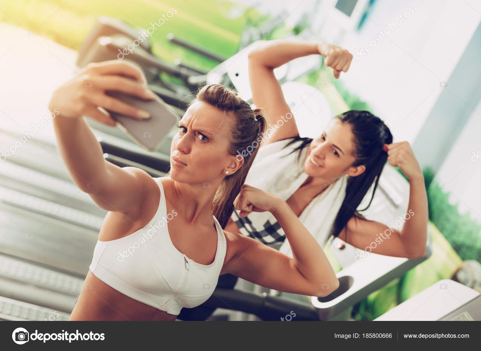 Fotos Amigas Divertidas Amigas Divertidas Tomando Selfie Después