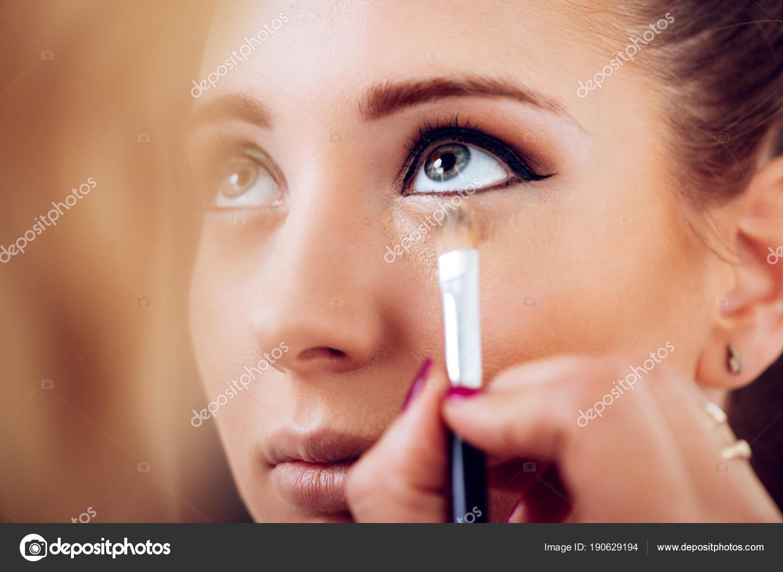 Makeup Artist Applying Concealer Young Model — Stock Photo