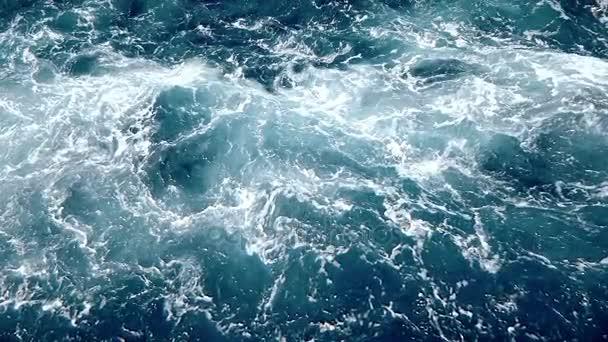 divoká voda a oceánu vlny