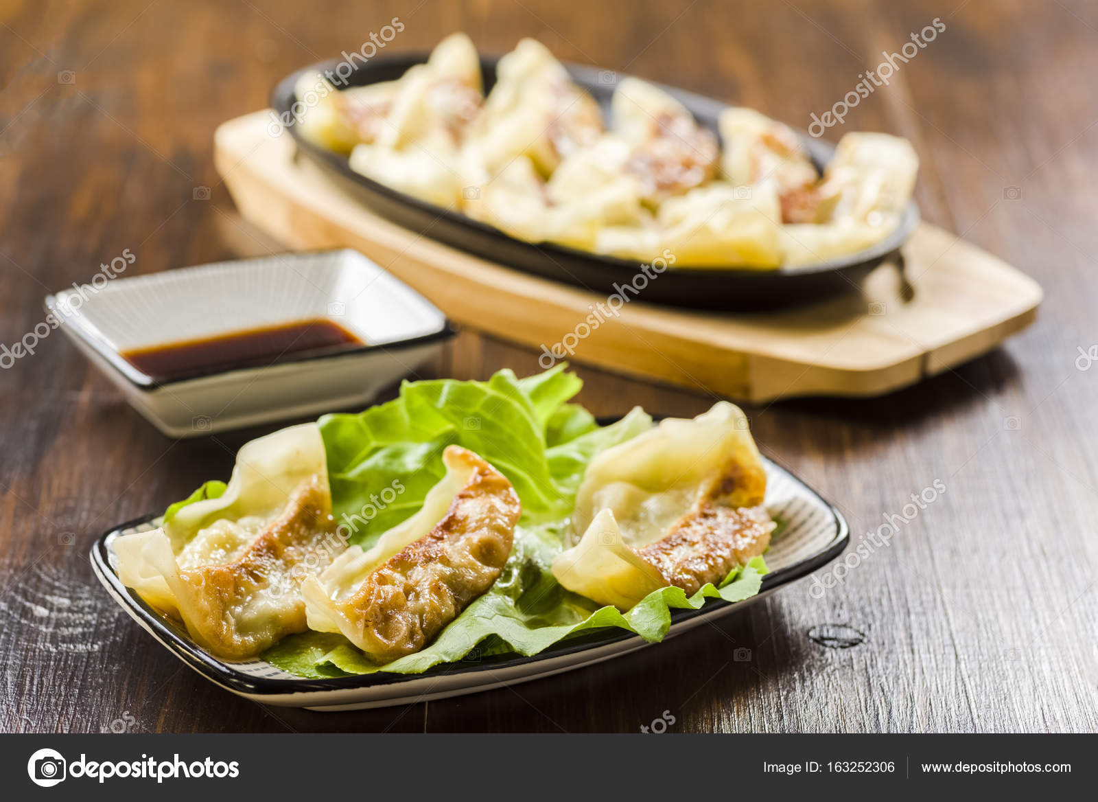 Gyoza dumplings japanese cuisine stock photo rlat28 for Stock cuisine saint priest