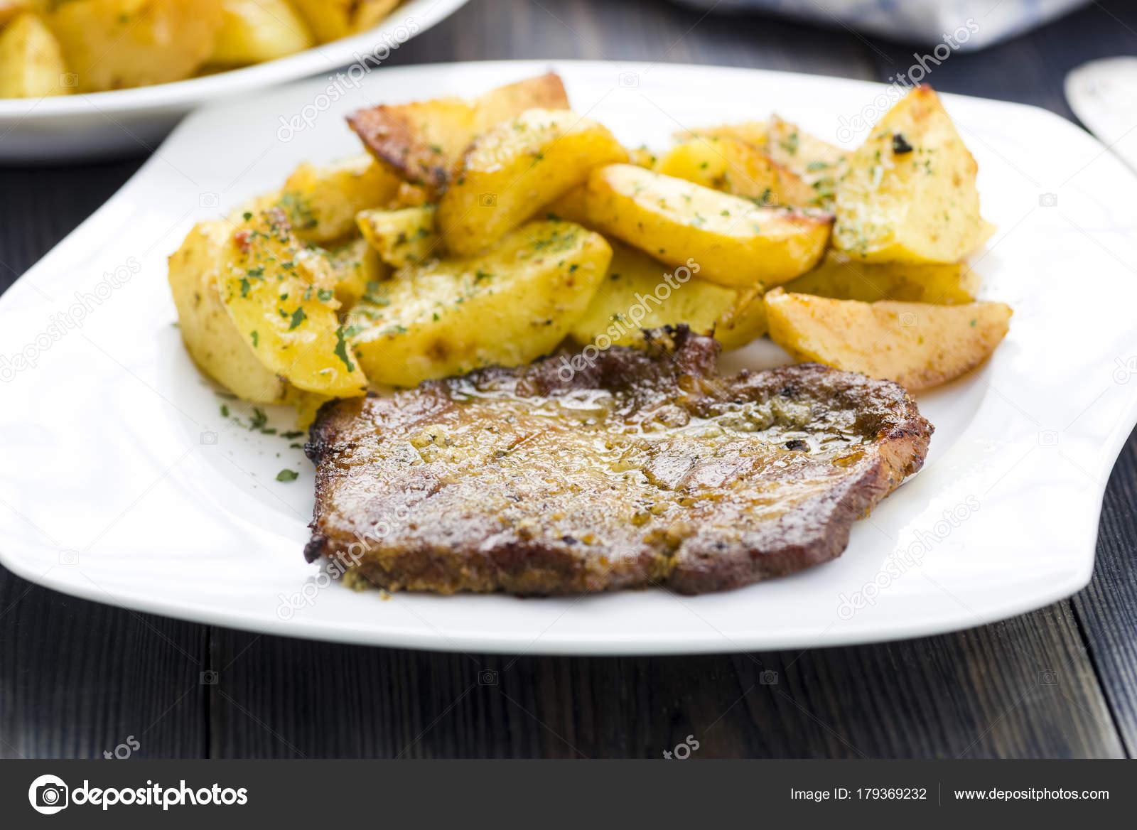 Patates ile domuz kızartma