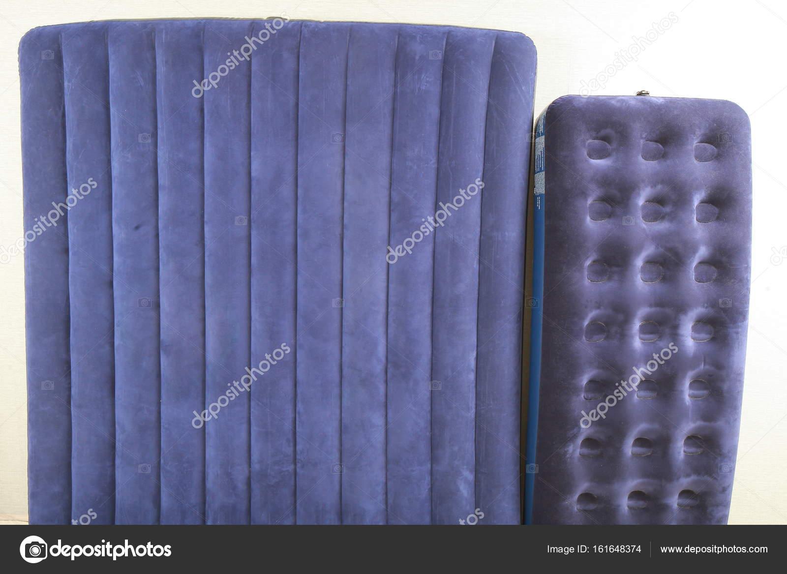Materasso Gonfiabile Per Dormire.Materasso Gonfiabile Blu Per Dormire E Riposare Foto Stock