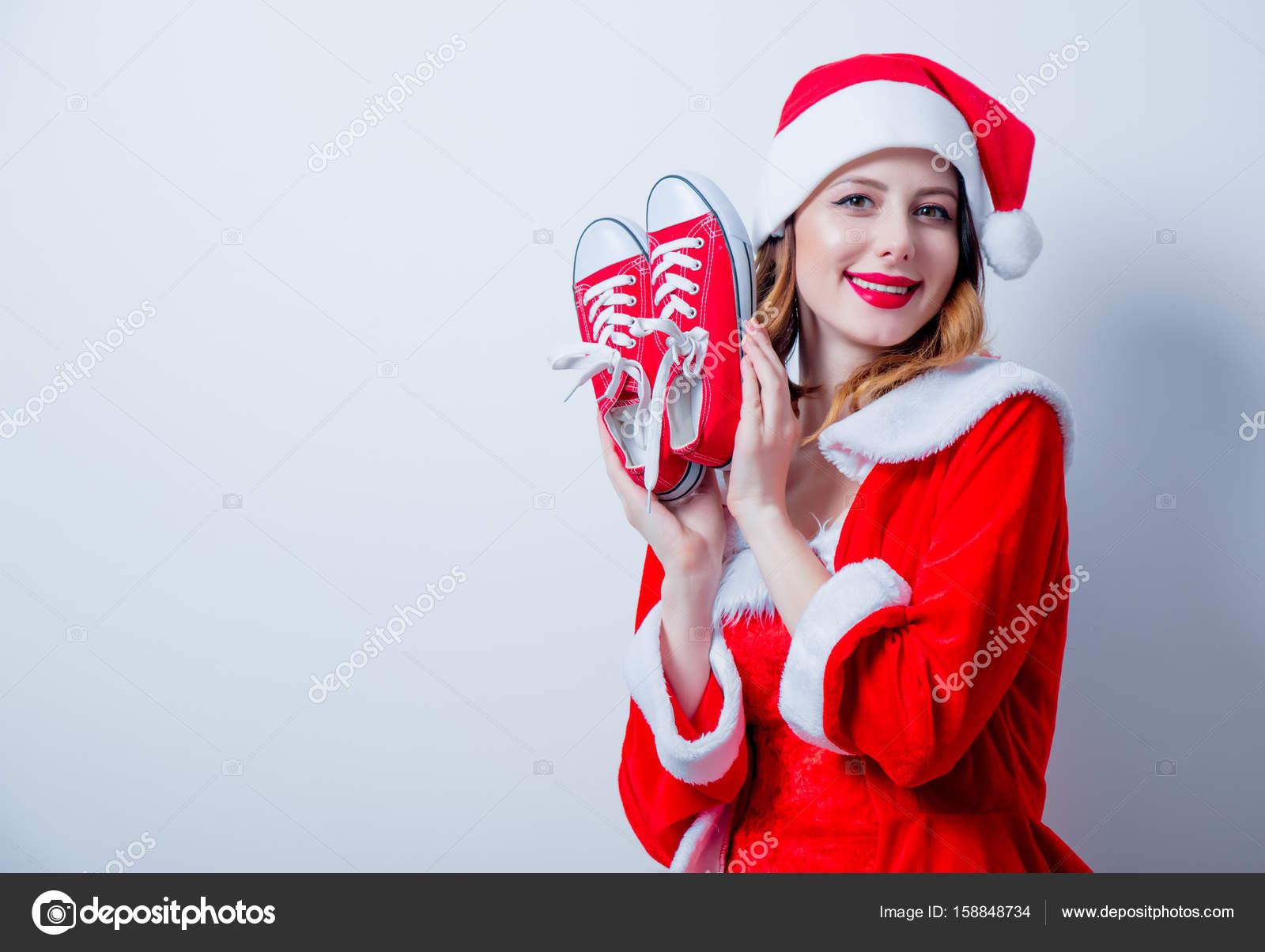 Сексуальные снегурочки в красной одежде