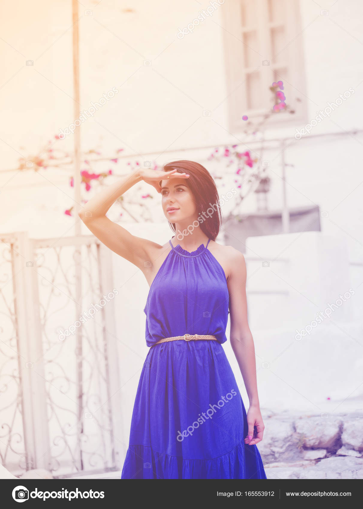 joven mujer vestida de azul — Fotos de Stock © massonforstock #165553912