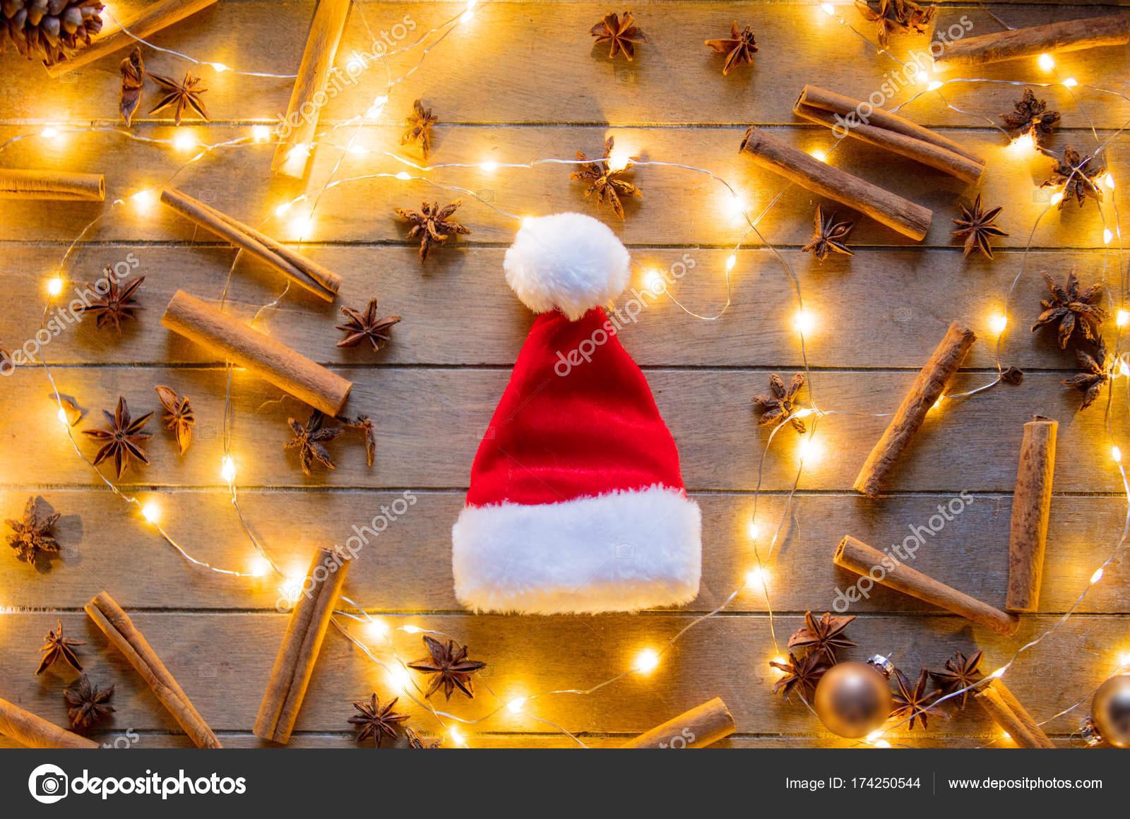 volume grande cerca l'originale piuttosto fico Cappello di Babbo Natale e le luci di TNZ — Foto Stock ...