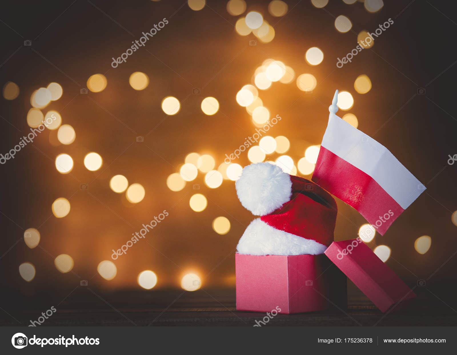 polnische Flagge und Weihnachtsgeschenk — Stockfoto © massonforstock ...