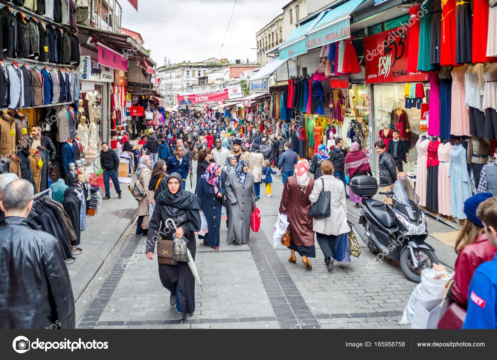 de0b20ae0f Είσοδος για το μεγάλο παζάρι στην Κωνσταντινούπολη Απρίλιος 201 — Εικόνα  από ...