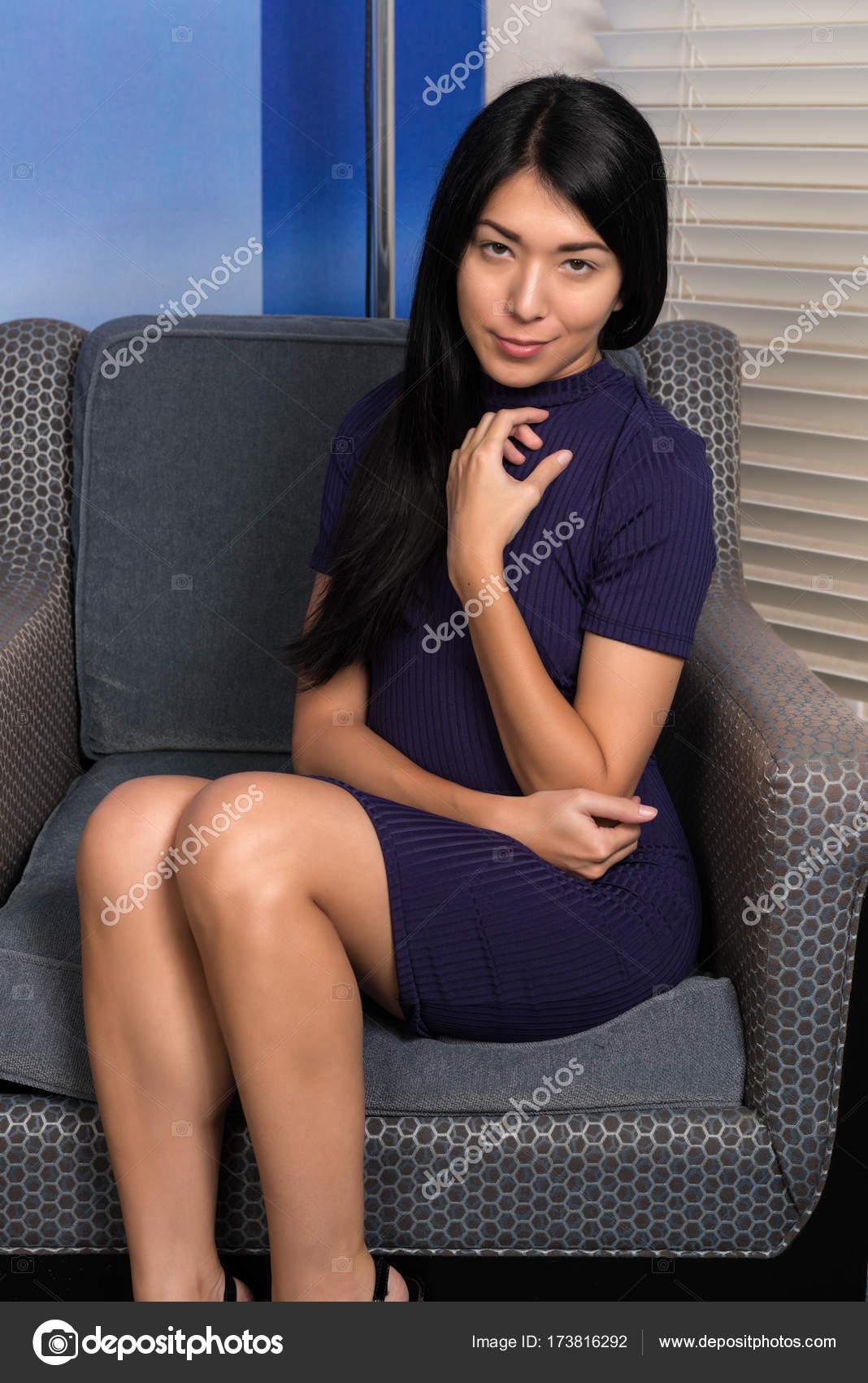 Eurasienne Photo eurasienne femme en violet — photographie disorderly © #173816292