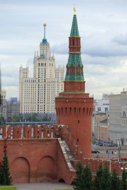 MOSCOW, RUSSIA - SEPTEMBER 07, 2016: Beklemishevskaya tower against the background of a high-rise Stalinist building on a cloudy September day. Moscow Kremlin