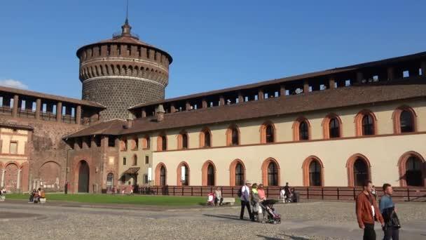 Milano, Italia - 17 settembre 2017: Panorama sul cortile interno del Castello Sforzesco