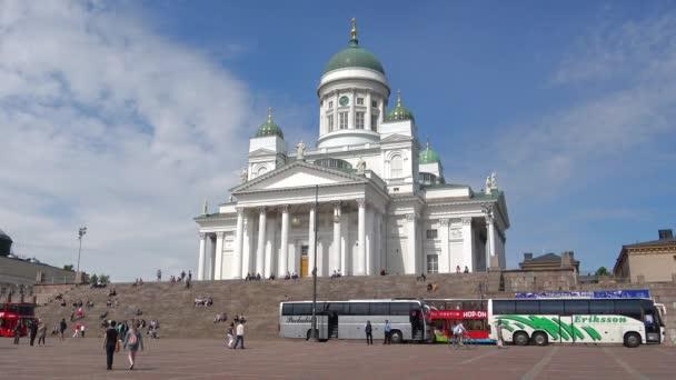Helsinki, Finnland - 10. Juni 2017: Ansicht der St. Nikolaus-Kathedrale an einem sonnigen Sommertag. Senatsplatz