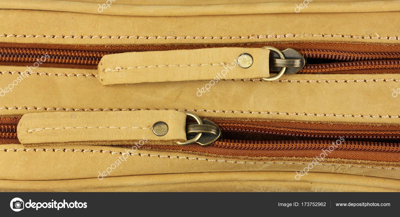 Dva zipy na žluté kožené pouzdro 910a115cbc