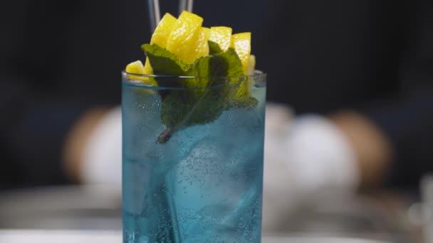 Cocktail aus blauer Lagune