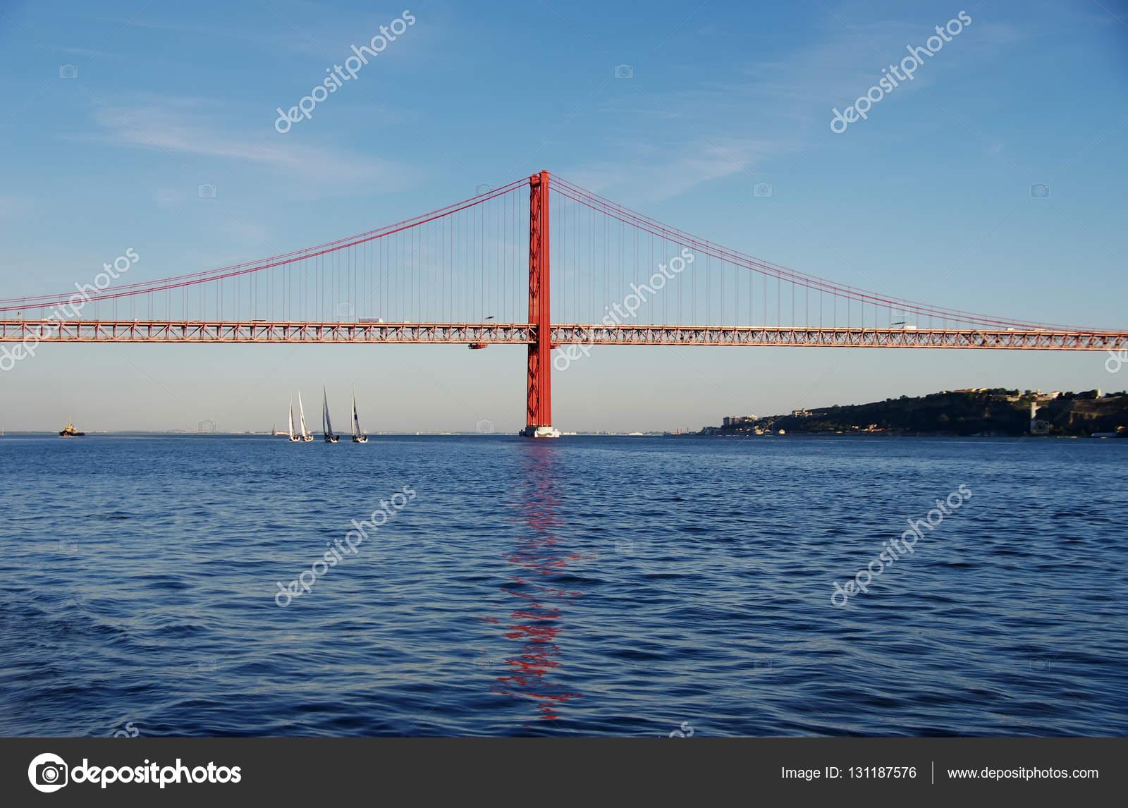Lissabon Fluss brücke am fluss tejo lissabon stockfoto inaquim 131187576