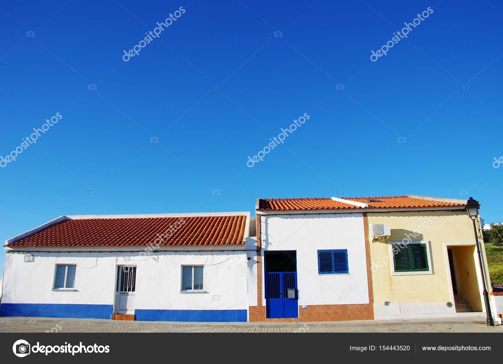 typische h user portugal alentejo region stockfoto inaquim 154443520. Black Bedroom Furniture Sets. Home Design Ideas