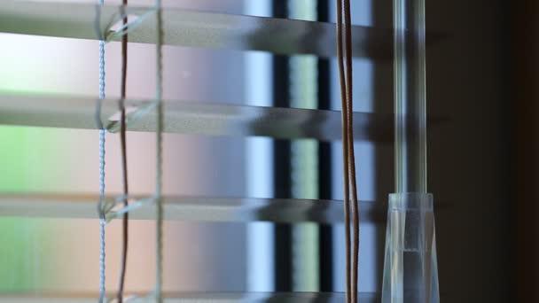Bílé plastové žaluzie