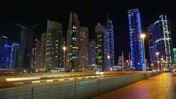 porticciolo turistico di Dubai di notte