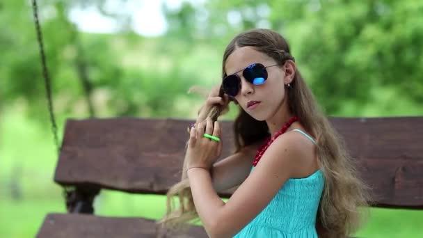 Dívka copánky dlouhé vlasy