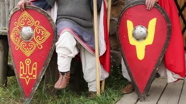 Zwei Ritter in Rüstungen Kette