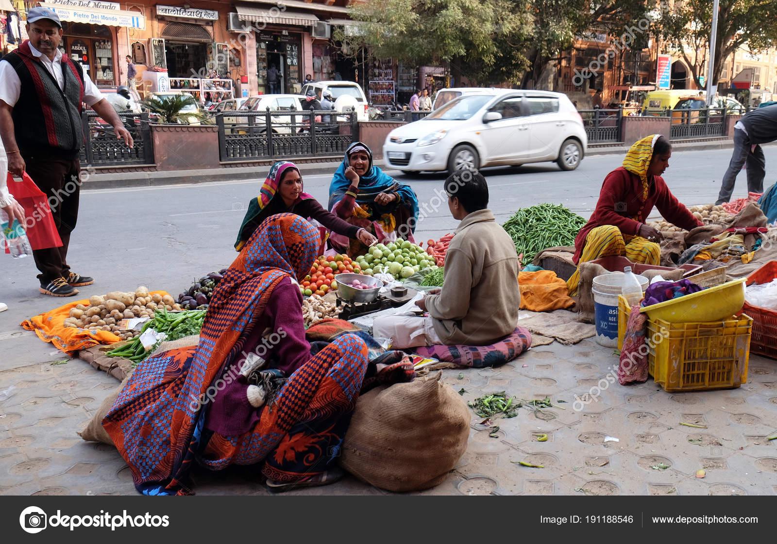 Indische Frauen Bunten Saris Kaufen Obst Und Gemüse Von Der