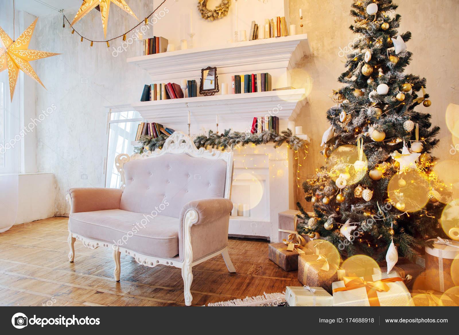 Decorazioni Sala Natale : Interno della splendida sala con decorazioni di natale u2014 foto stock
