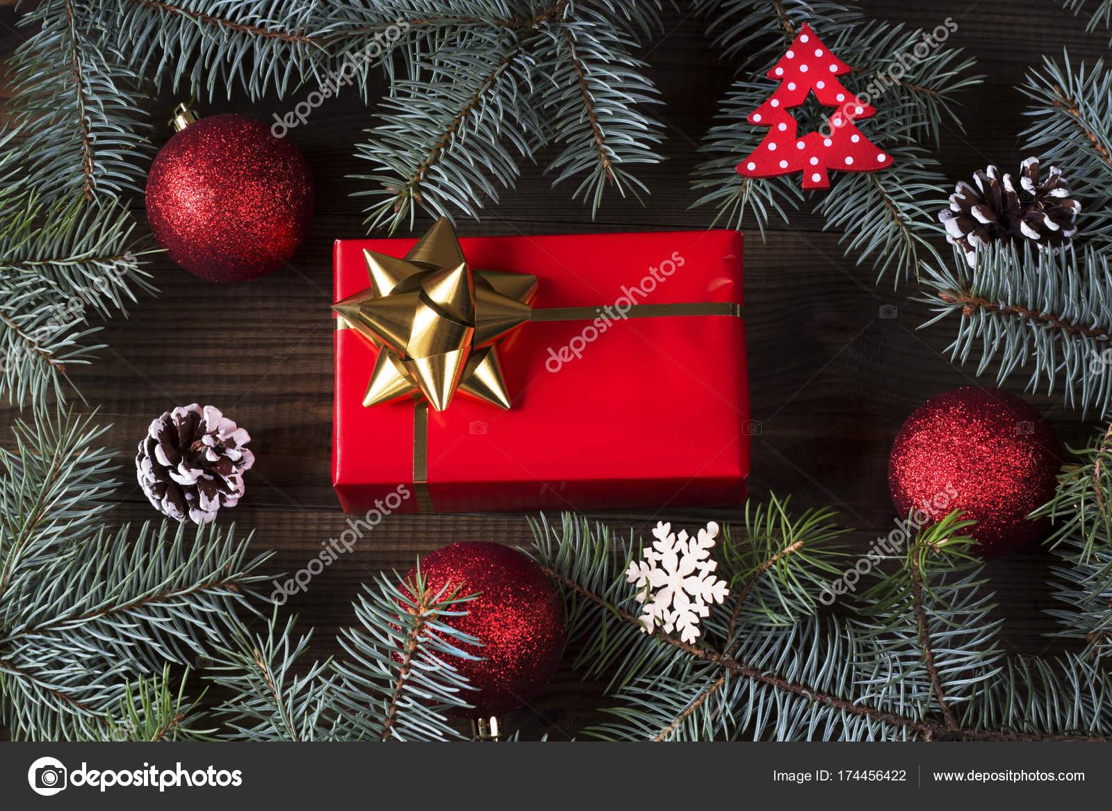 Regali Di Natale In Legno.Decorazioni Natale Con Regali Natale Fondo Legno Foto Stock