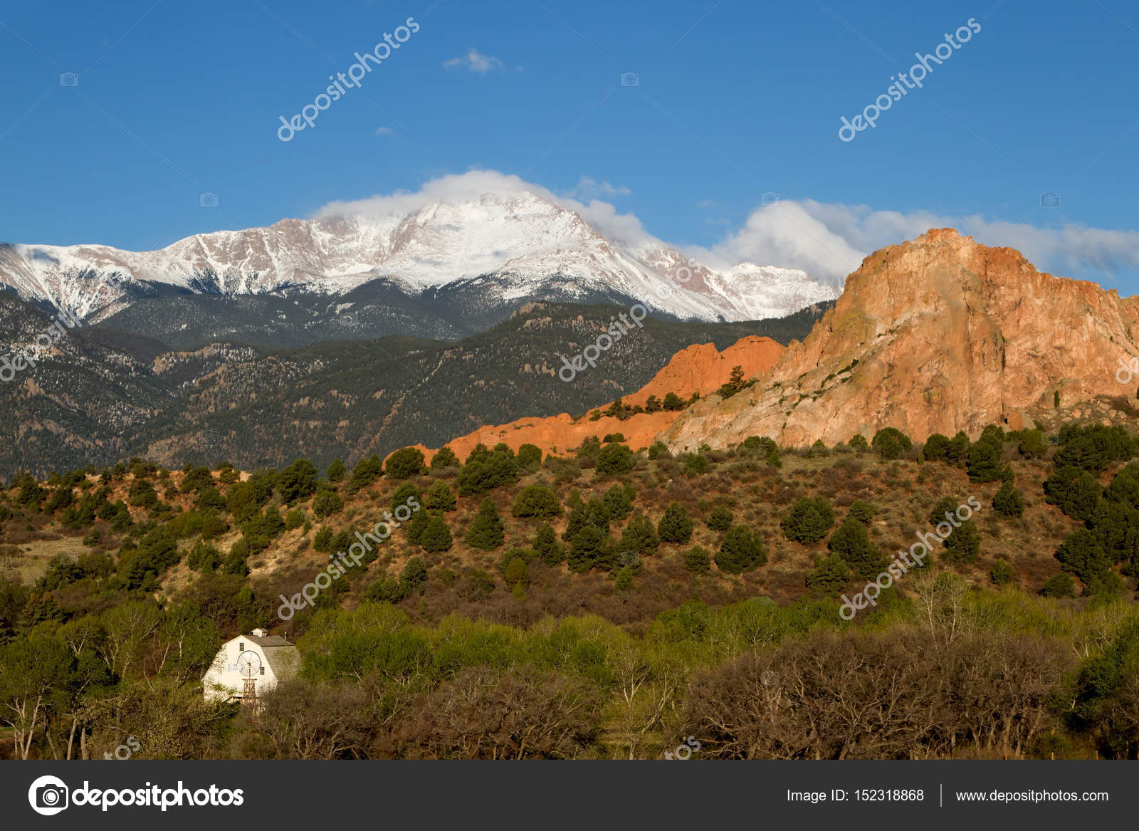 Pikes Peak and Garden of the Gods on a Spring Day — Stock Photo ...