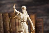 Statua della signora justice e concetto di legge