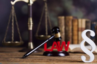 Paragraph, law theme, mallet of judge