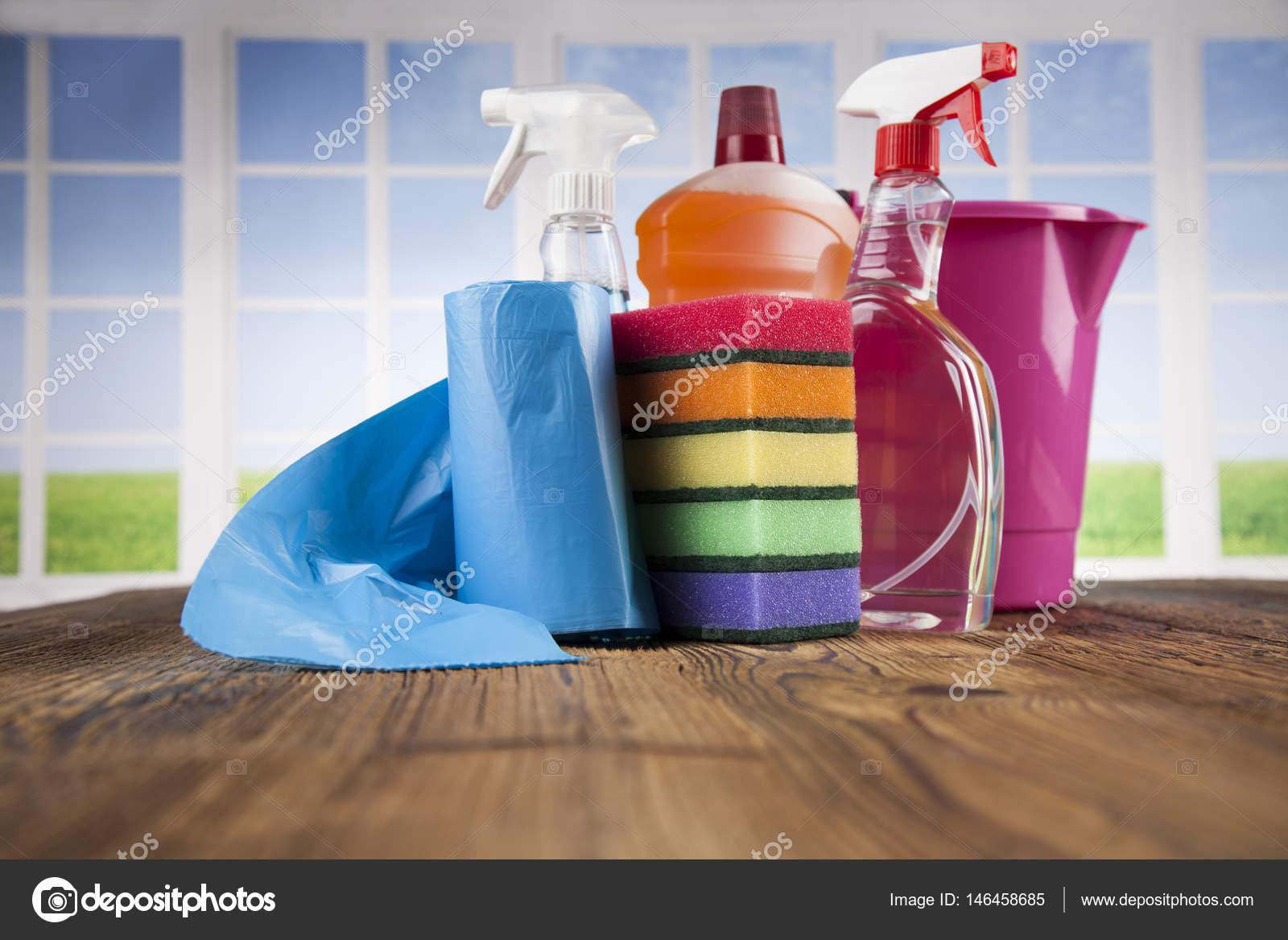 Produtos de limpeza de casa stock photo janpietruszka for House cleaning stock photos