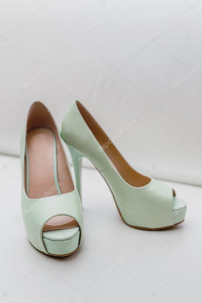 chiaro e distintivo l'atteggiamento migliore di prim'ordine Scarpe da sposa da verde menta — Foto Stock © frantic00 ...