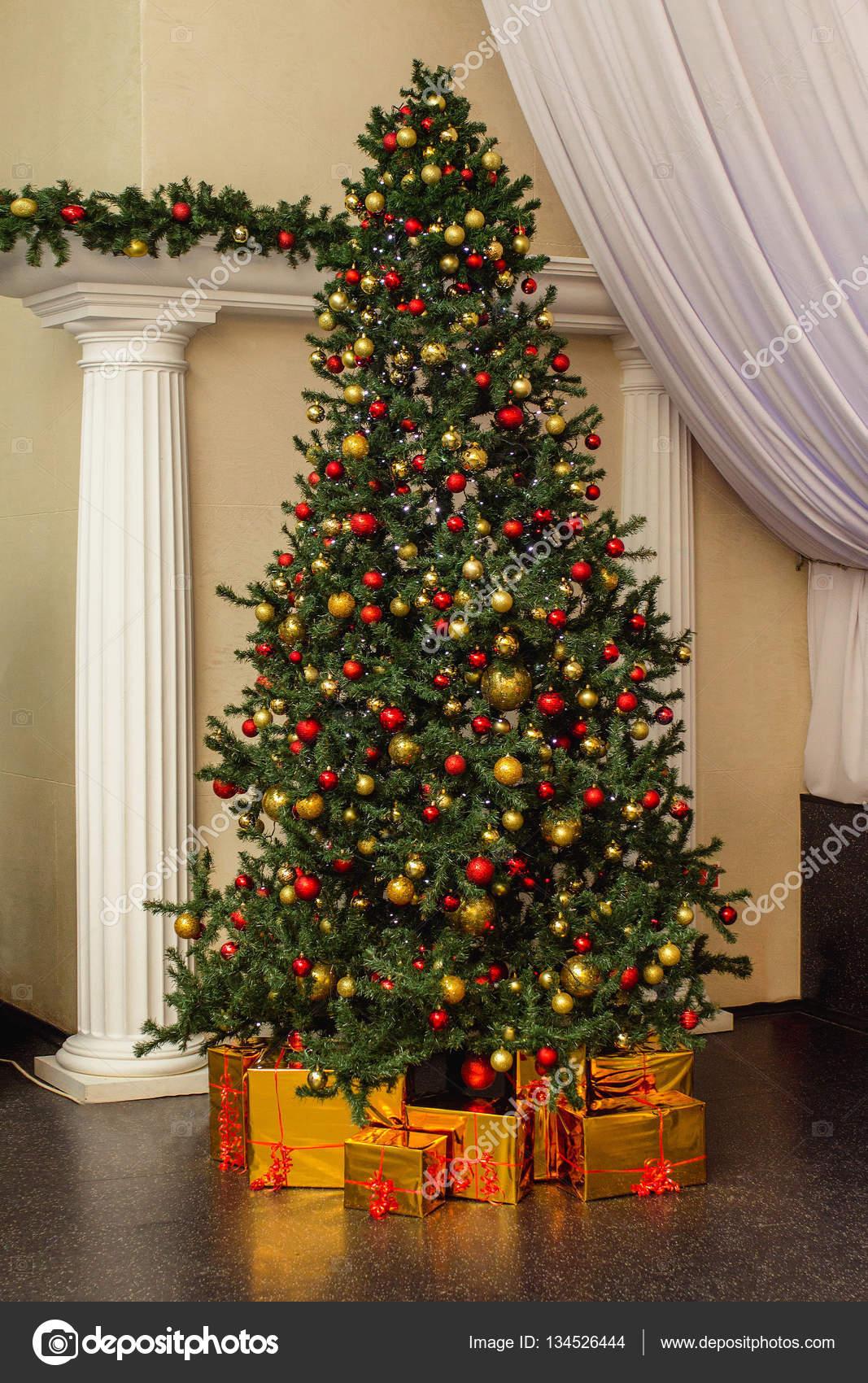 Albero Di Natale Grande.Holdiay Bellissimo Albero Di Natale Grande Decorato Con Scatola