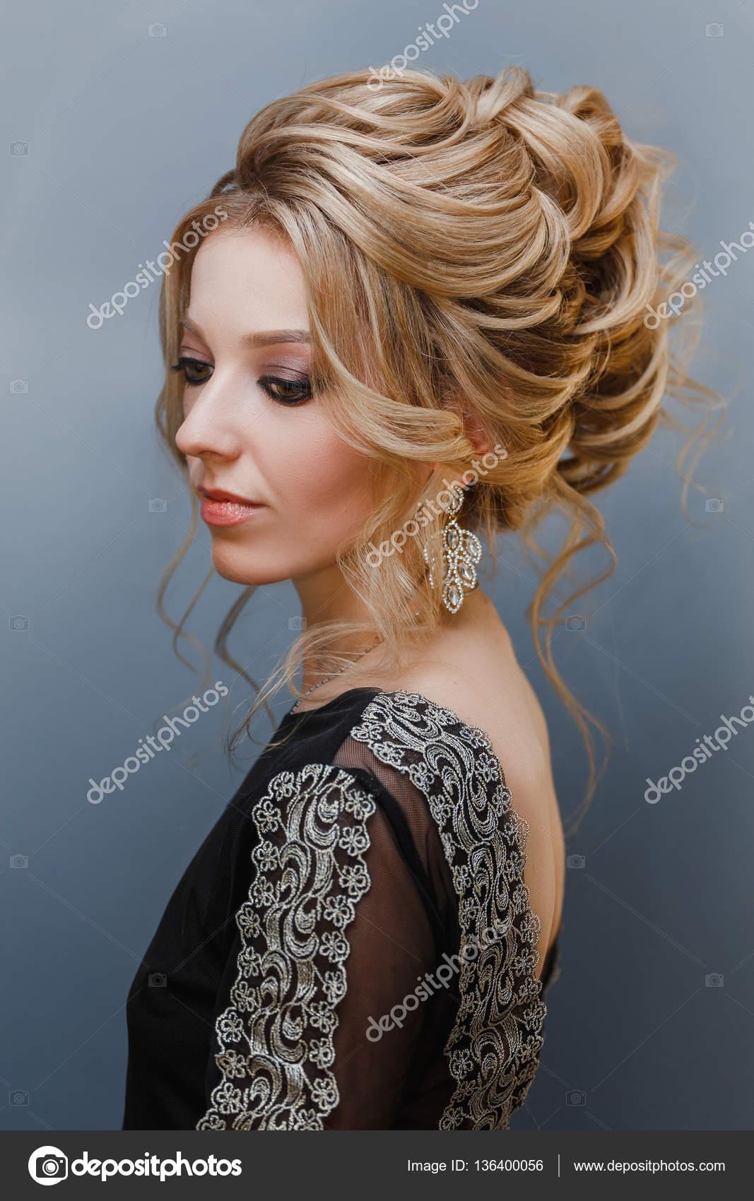 efbc013b325c Krásná žena s večerní make-up